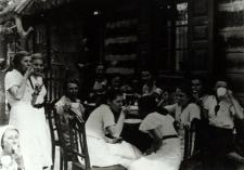 Wycieczka uczennic Gimnazjum Żeńskiego im. E. Plater w Białej Podlaskiej do Porosiuk [fotografia]