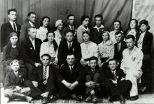 Koło Związku Młodziezy Wiejskiej w Łomazach w czasie Zjazdu Powiatowego Stronnictwa Ludowego w Białej Podlaskiej [fotografia]