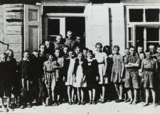 Uczniowie Szkoły Podstawowej nr 2 w Białej Podlaskiej [fotografia]