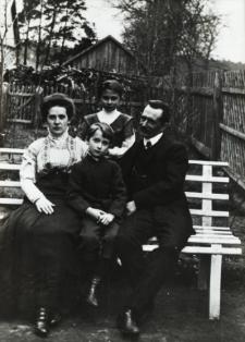 Henryk Jarocki z rodziną [fotografia]