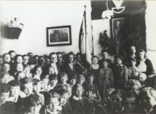 Uczniowie Szkoły Powszechnej nr 1 w Białej Podlaskiej [fotografia]