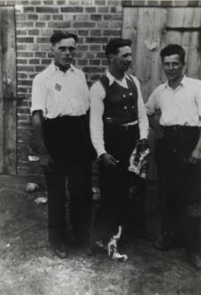 Robotnicy przymusowi z Polskich w Niemczech w czasie II wojny światowej [fotografia]