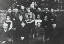 Uczniowie kl. IV Szkoły Powszechnej w Nosowie [fotografia]