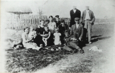 Grupa mieszkańców Zakalinek k. Konstantynowa [fotografia]