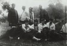 Grupa harcerzy z bialskich gimnazjów [fotografia]
