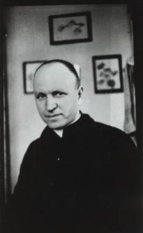 Ks. Edmund Barbasiewicz jako katecheta w Liceum Ogólnokształcacym im. J. I. Kraszewskiego w Białej Podlaskiej [fotografia]