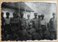 Grupa zmobilizowanych żołnierzy polskich w Koronowie [fotografia]