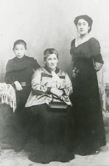 Rodzina tatarska z Ortela Królewskiego [fotografia]