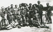 Drużyna harcerska przy Szkole Podstawowej nr 3 w Białej Podlaskiej [fotografia]
