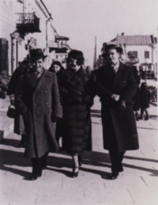 Mieszkańcy na Placu Wolności w Białej Podlaskiej [fotografia]
