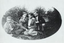 Młodzież bialska w ogrodzie [fotografia]