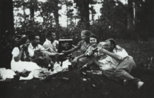 Piknik bialczan w lesie k. Porosiuk [fotografia]
