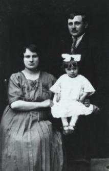Władysław Leoniuk z żona Anielą - właściciel zakładu masarskiego w Białej Podlaskiej przy ul. Brzeskiej [fotografia]