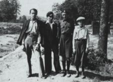 Grupa młodzieży bialskiej w Zofilesie [fotografia]