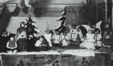 Jasełka w wykonaniu dzieci z Przedszkola Rodziny Urzędniczej w Parku Radziwiłłowskim w Białej Podlaskiej [fotografia]