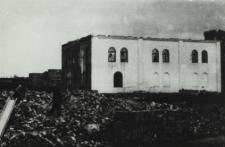 Rozbiórka synagogi w Łomazach [fotografia]