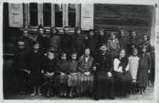 Uczniowie Szkoły Powszechnej w Konstantynowie [fotografia]