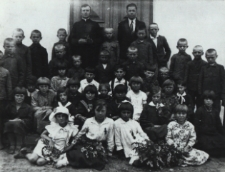 Uczniowie Szkoły Powszechnej w Łomazach [fotografia]
