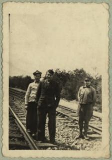 Pracownicy kolejowi na torach w Sokulu [fotografia]