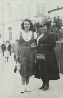 Bronisława Kryńska żona sędziego Franciszka Kryńskiego na ul. Warszawskiej w Białej Podlaskiej [fotografia]