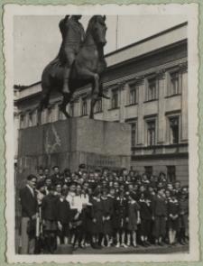 Uczniowie Szkoły Podstawowej nr 3 w Białej Podlaskiej na wycieczce w Warszawie [fotografia]