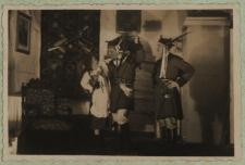 """Scena z """"Wesela"""" w wykonaniu amatorskiego zespołu teatralnego w Białej Podlaskiej [fotografia]"""