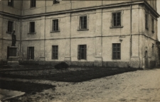 Dziedziniec Wyższego Seminarium Duchownego Diecezji Siedleckiej w Janowie Podlaskim [fotografia]