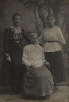 Kobiety z bialskiej rodziny [fotografia]