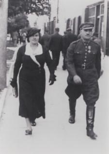 Stanisława i Władysław Srokowie na ul. Dąbrowskiego w Brześciu [fotografia]