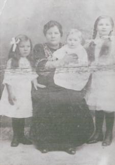 Rodzina tatarska Bajrulewiczów ze Studzianki [fotografia]