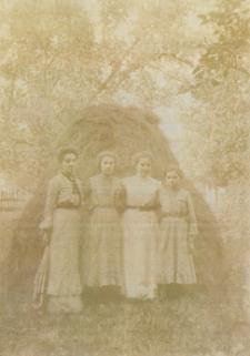 Tatarska rodzina Buczackich [fotografia]