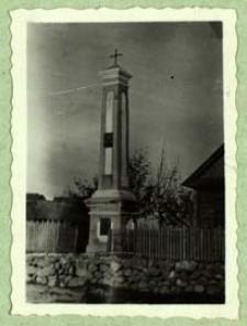 Kapliczka przydrożna w Nosowie z poł. XVIII w. odnawiana w 1925 r. [dokument ikonograficzny]