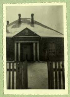 Budynek szkoły powszechnej w Koroszczynie [dokument ikonograficzny]