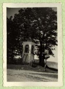 Kapliczka przydrożna w Ossówce [dokument ikonograficzny]