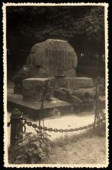 Nieistniejący pomnik Odrodzenia Ojczyzny na Placu Wolności w Białej Podlaskiej [dokument ikonograficzny]