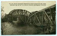 Von den Russen gesprengte Bugbrücke bei Brest-Litowsk mit den ersten deutschen Zug auf der von unseren Pionieren geschlagenen Notbrücke [dokument ikonograficzny]