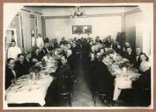 Pracownicy Sejmiku i Starostwa Bialskiego podczas uroczystego przyjęcia