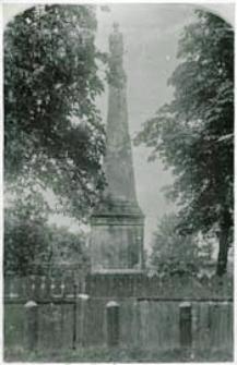 Pomnik św. Jana Kantego przed wjazdem do szpitala przy ul Warszawskiej w Białej Podlaskiej