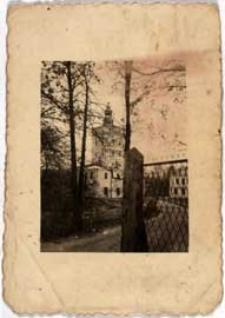 Wieża bramy wjazdowej do pałacu Radziwiłłowskiego w parku w Białej Podlaskiej