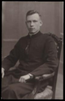 Ks. Bartłomiej Stefan Ceptowski wikariusz parafii św. Elżbiety Węgierskiej w Konstantynowie (marzec - kwiecień 1934)